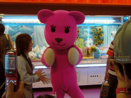 ゲーセンにて。ピンクのクマ。(変換後))